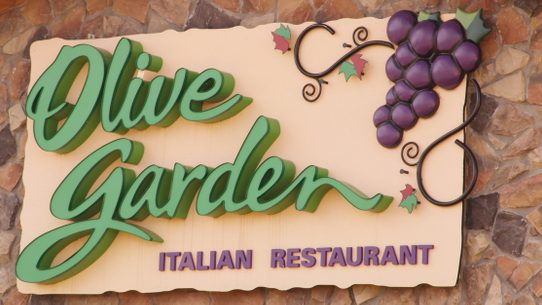 headline falsely reported that rochester minnesota police found muslim refugees doing something disturbing after raiding an olive garden restaurant - Olive Garden Rochester Mn