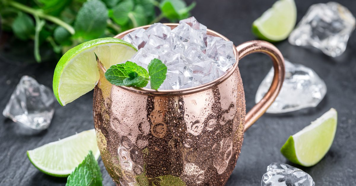 moscow_mule_copper_mug_fb?resize=865452 fact check can drinking cocktails from a copper mug cause poisoning?