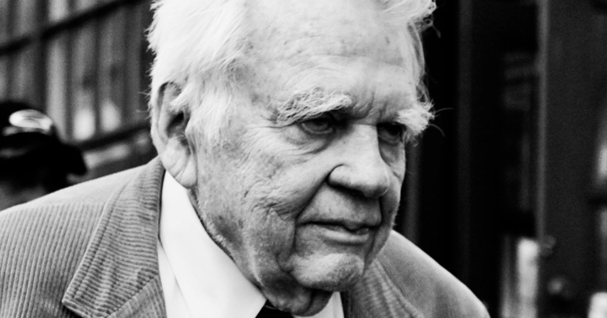 vietnam essay by andy rooney From 1978 until last month, andy rooney, who has died aged 92, regularly   when cbs refused to air his essay on the vietnam war, he left the.
