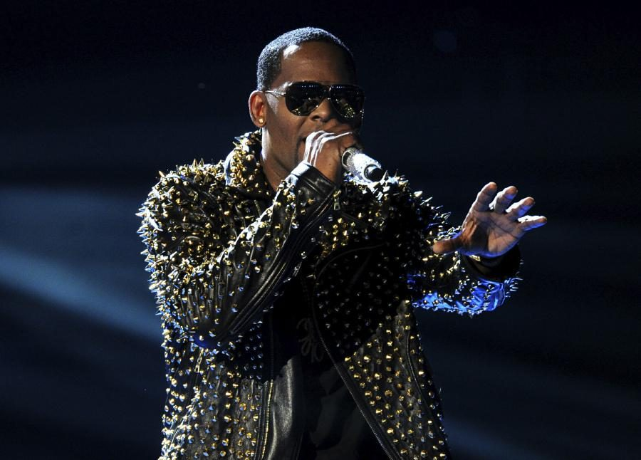 Woman Accuses R. Kelly of Sexual Battery, Giving Her Herpes
