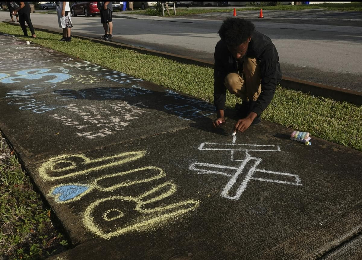 At least 500 people get rowdy during memorial for slain rapper XXXTentacion